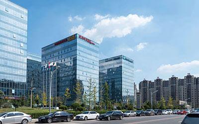 北京汉威广场<br /> 设计师:北京汉威设计公司<br /> 8YRE0138 钢化 ( 均质 )+12A+6 钢化 ( 均质 )
