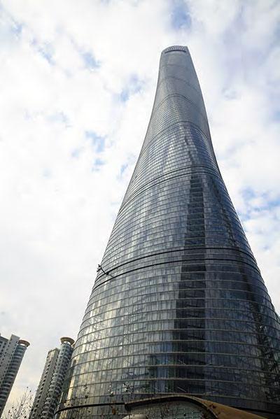 上海中心<br /> 外 (A) 幕墙的玻璃:<br /> 12YSD0680 半钢化超白彩釉 +1.52SGP+12 半钢化超白<br /> 12YSD0680 半钢化超白 +1.52SGP+12 半钢化超白<br /> 内 (B) 幕墙的玻璃:<br /> 6 半钢化超白 +0.89SGP+6YNE0659 半钢化超白彩釉 +12A (黑管) +8 钢化超白防火<br /> 8YNE0659 超白钢化 +12A (黑管) +8 超白钢化<br />