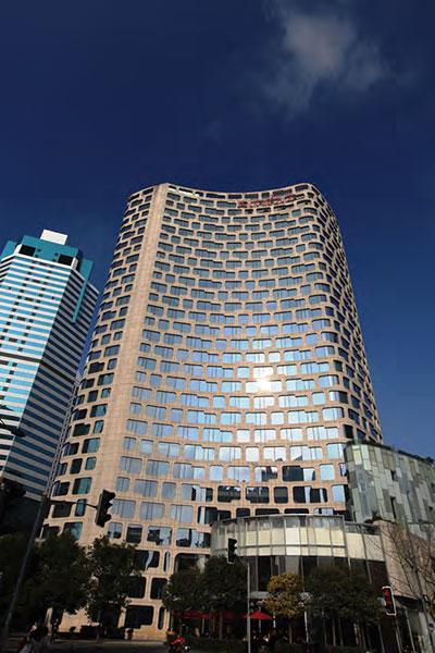 上海新天地朗廷酒店<br /> 8YBE0145 钢化 +12A+10 钢化